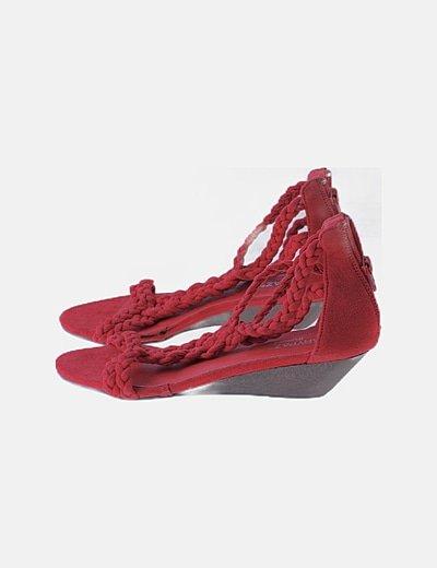 Sandalia roja encordada de cuña
