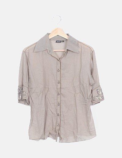 Camisa beige abotonada detalle pailettes