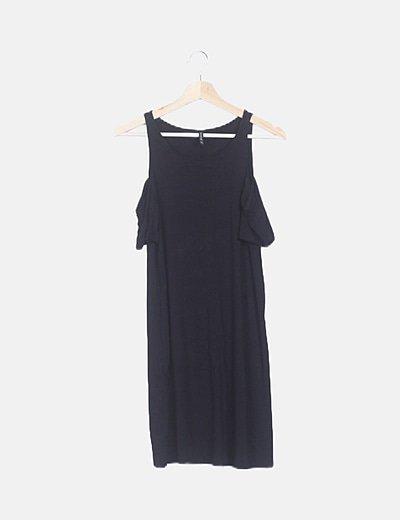 Vestido negro hombro descubierto