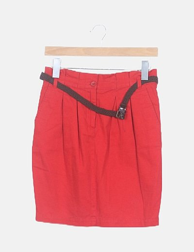 Mini falda roja con cinturón