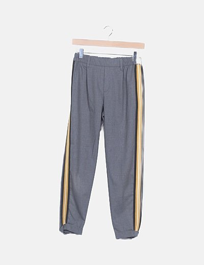 Pantalón gris oscura rayas laterales