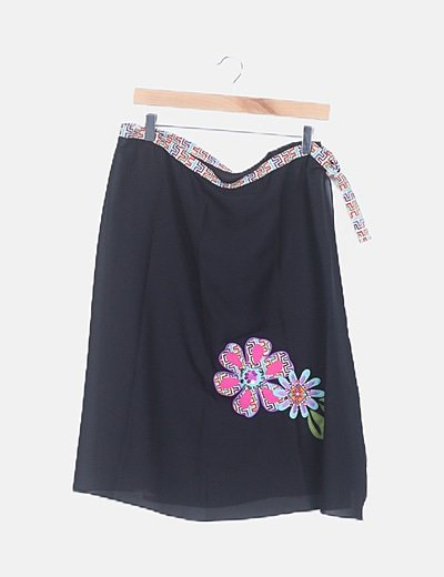 Pareo negro semitransparente detalle floral