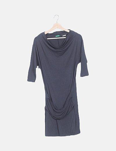Vestido gris escote baba