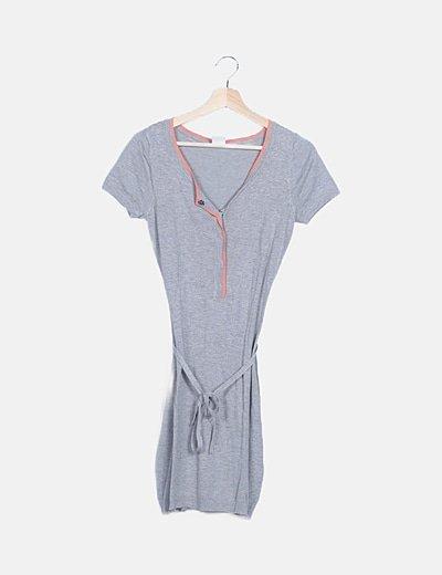 Vestido tricot gris con cinturón