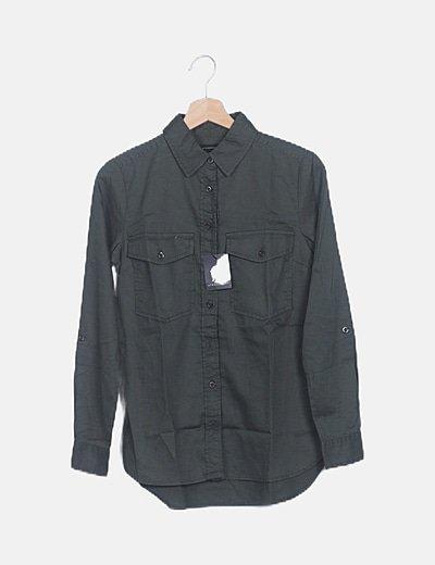 Camisa khaki con bolsillos