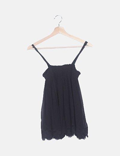 Blusa negra detalles crochet