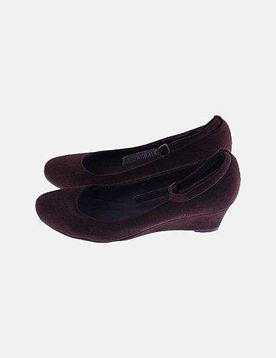 Zapato tacón ante marrón pulsera