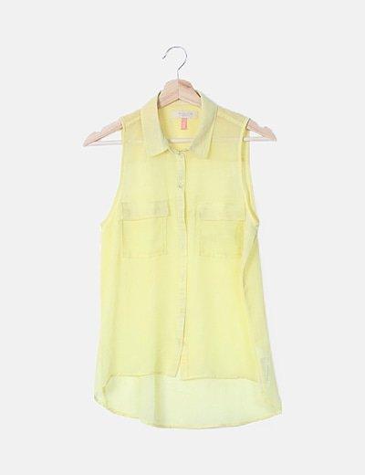 Camisa fluida amarilla sin mangas