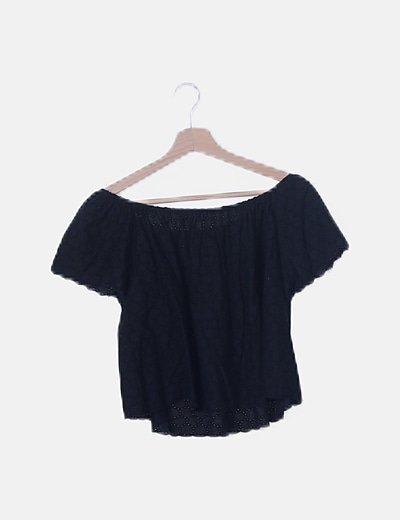 Blusa negra bordados