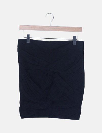 Falda negra detalle tul trenzado