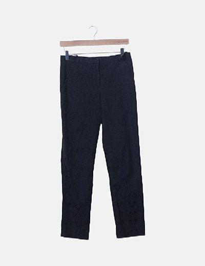 Pantalón estilo chino negro estampado