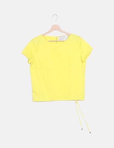 Blusa amarilla detalle nudo