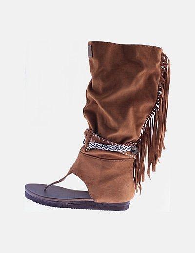 Sandalia estilo romano ante marrón