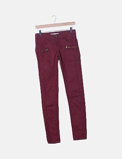 Pantalón denim rojo detalle cremalleras