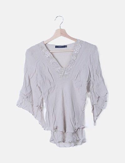 Blusa fluida beige detalles bordados