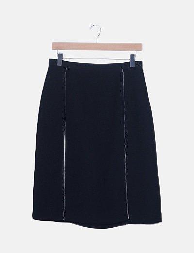 Falda negra detalle costuras