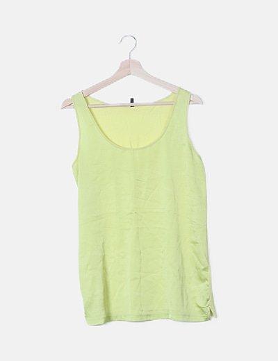Camiseta sin mangas verde satinada