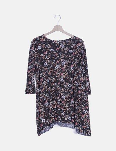 Camiseta oversize floral fluido
