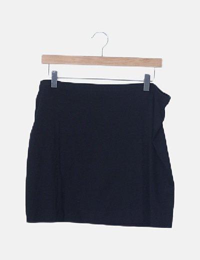 Falda fluida negra de tubo