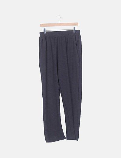 Pantalón gris oscuro canalé
