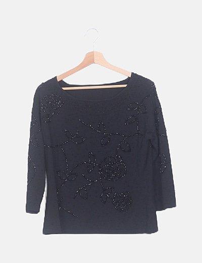Blusa negra con abalorios