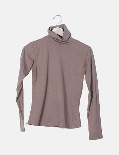 Camiseta básica beige cuello alto