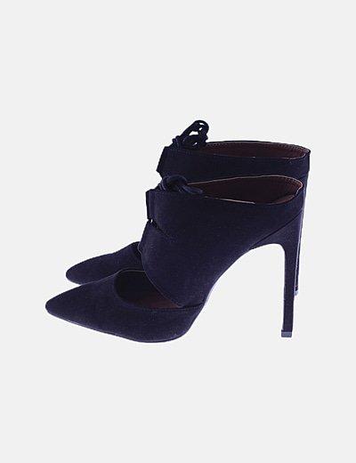 Zapato de punta negro destalonado