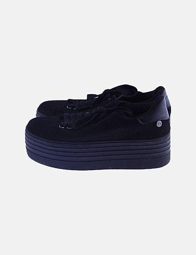 Sneaker negra plataforma