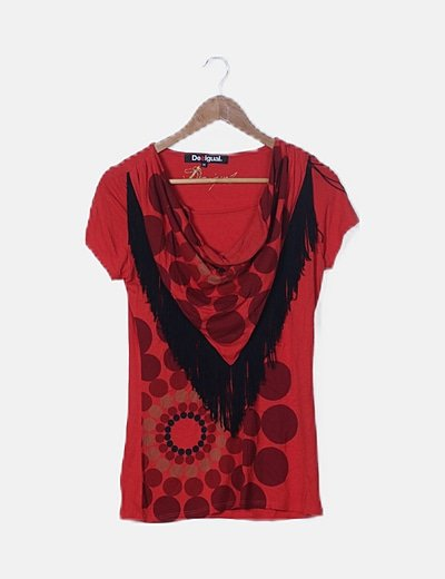 Camiseta estampada roja de flecos