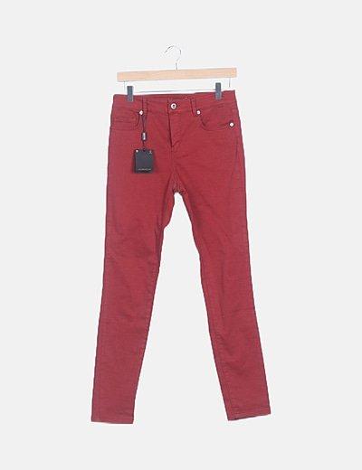 Jeans denim rojo pitillo