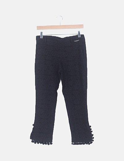 Pantalón encaje negro con borlas