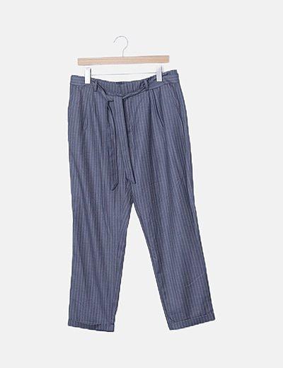 Pantalón pinzas gris raya diplomática detaalle cinturón