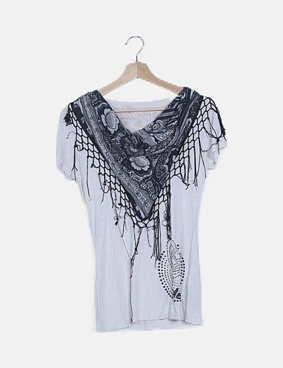 Camiseta blanca detalle escote