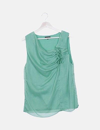Blusa verde sin mangas detalle fruncido