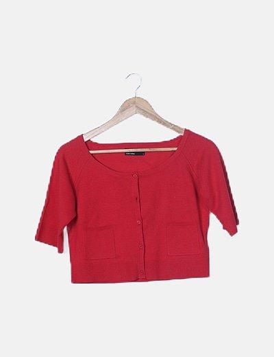 Jersey rojo abotonado media manga