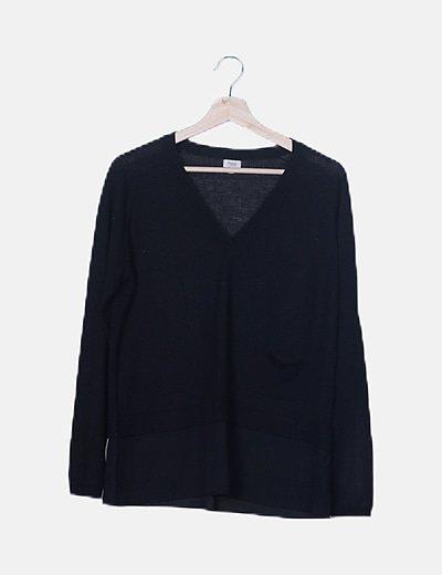 Jersey básico negro cuello pico
