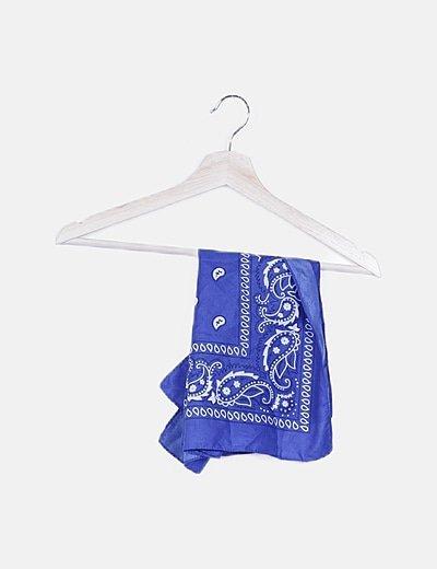 Pañuelo azul estampado combinado