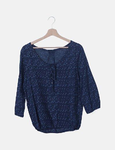 Blusa azul marino floral