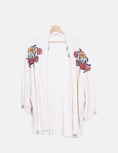 Cardigan beige bordados florales
