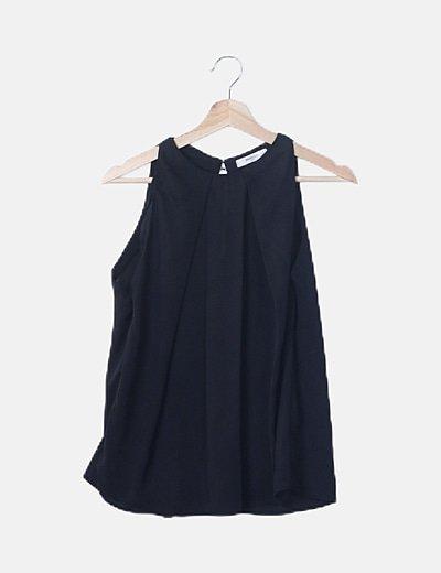 Blusa fluida negra detalle plisado