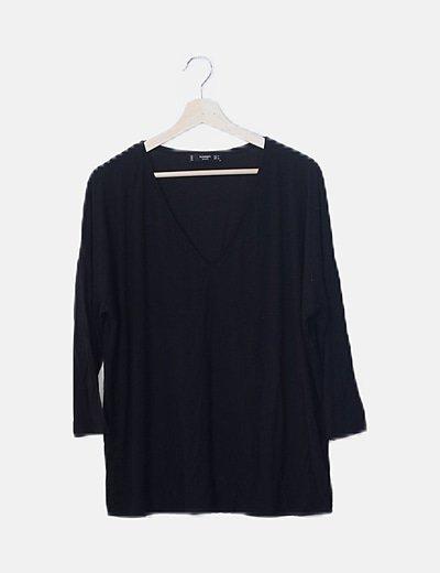 Camiseta oversize negra cuello pico