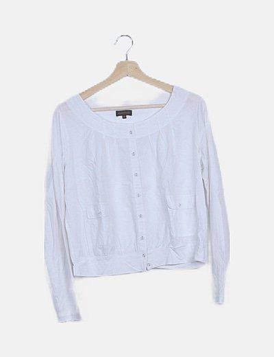 Blusa blanca abotonada