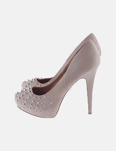Zapatos pump beige pinchos dorados