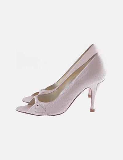 Zapato tacón rosa texturizado