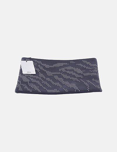 Bolso de mano negro con tachas
