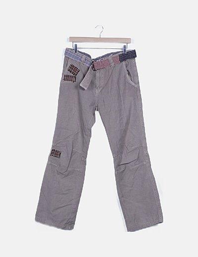 Pantalón beige detalles bordados
