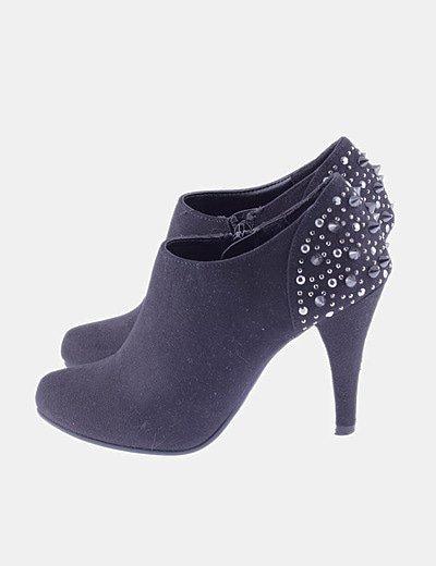 Zapato abotinado negro tacahas