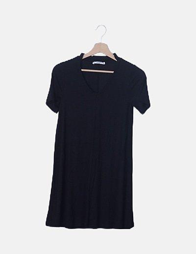 Vestido fluido negro escote pico