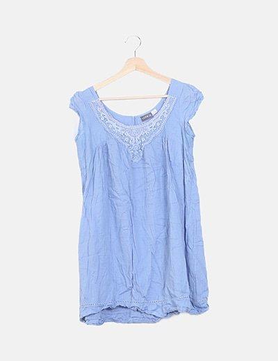 Vestido azul detalles encaje