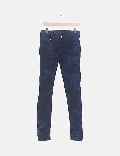 Pantalón pitillo denim azul efecto desgastado